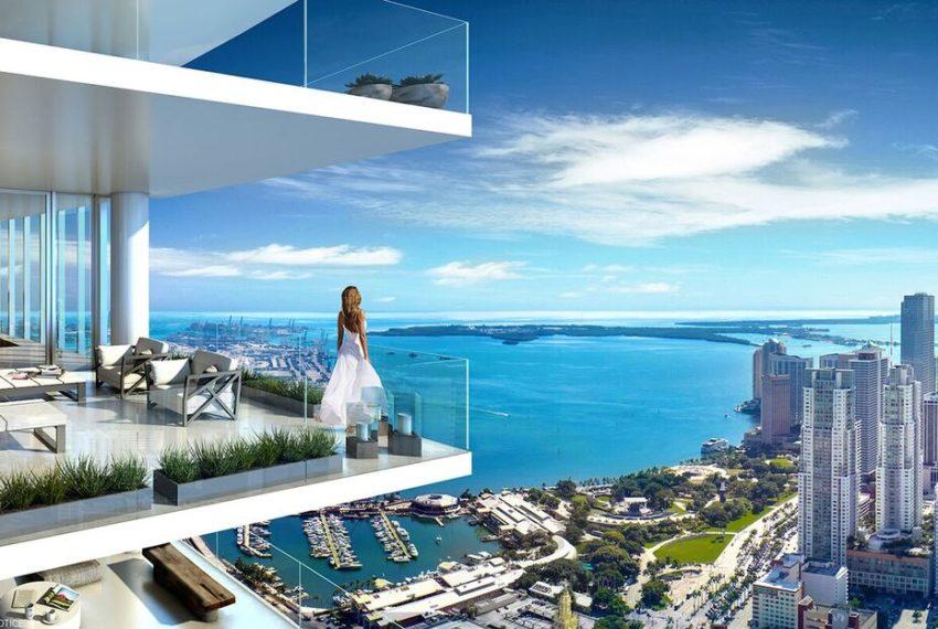 PARAMWC Balcony